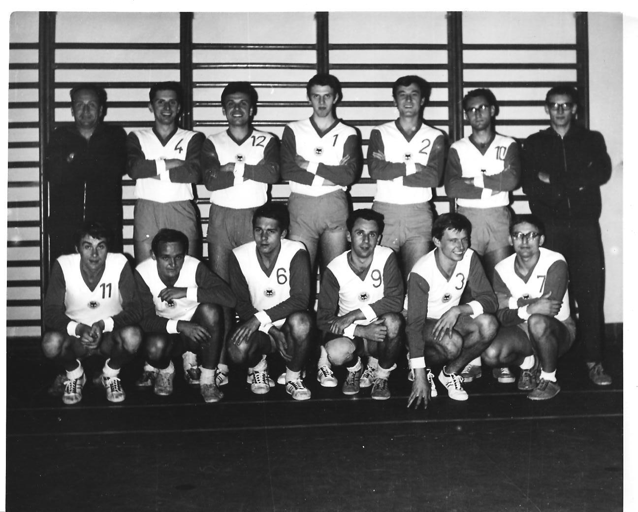 MFF Praha v roce 1968. Láďa je s tradiční jedenáctkou první vlevo v dolní řadě.