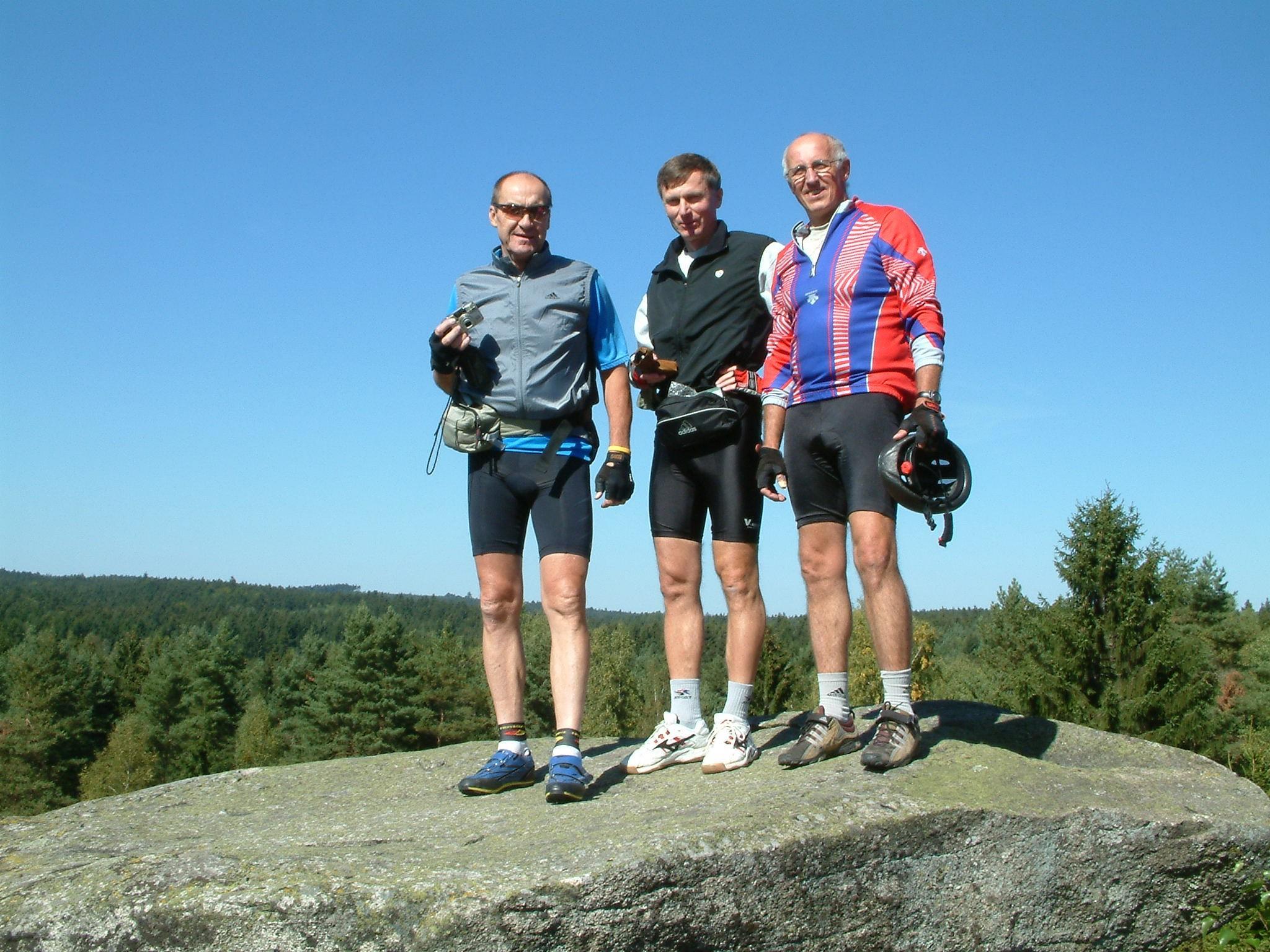 Láďa miloval cyklistiku v okolí sportovního táboru UK na Albeři. Snímek je z Hadího vrchu  z roku 2004.